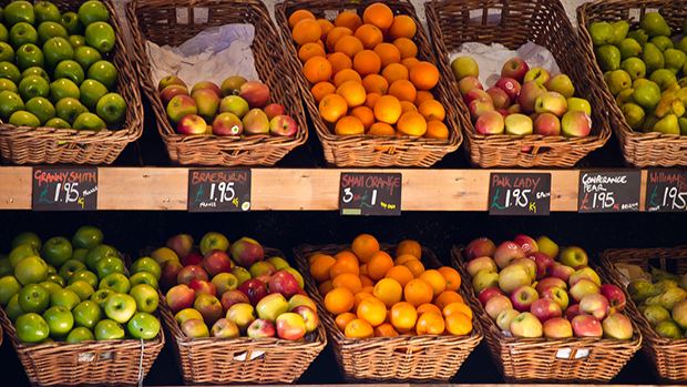 Apples and Oranges in Market Stall