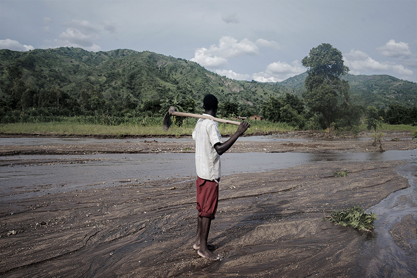 Farmer looking at a drought zone - Malawi